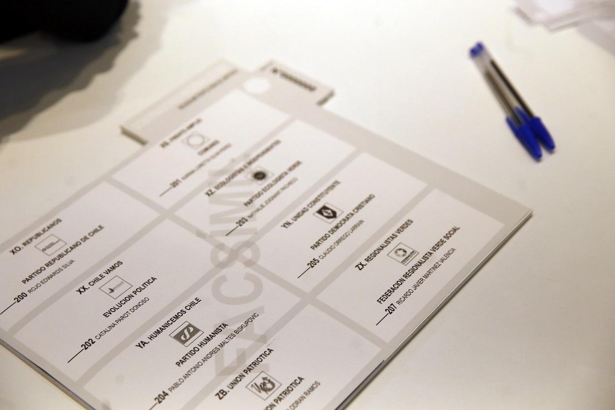 Imagen de un facsímil de voto para la elección.