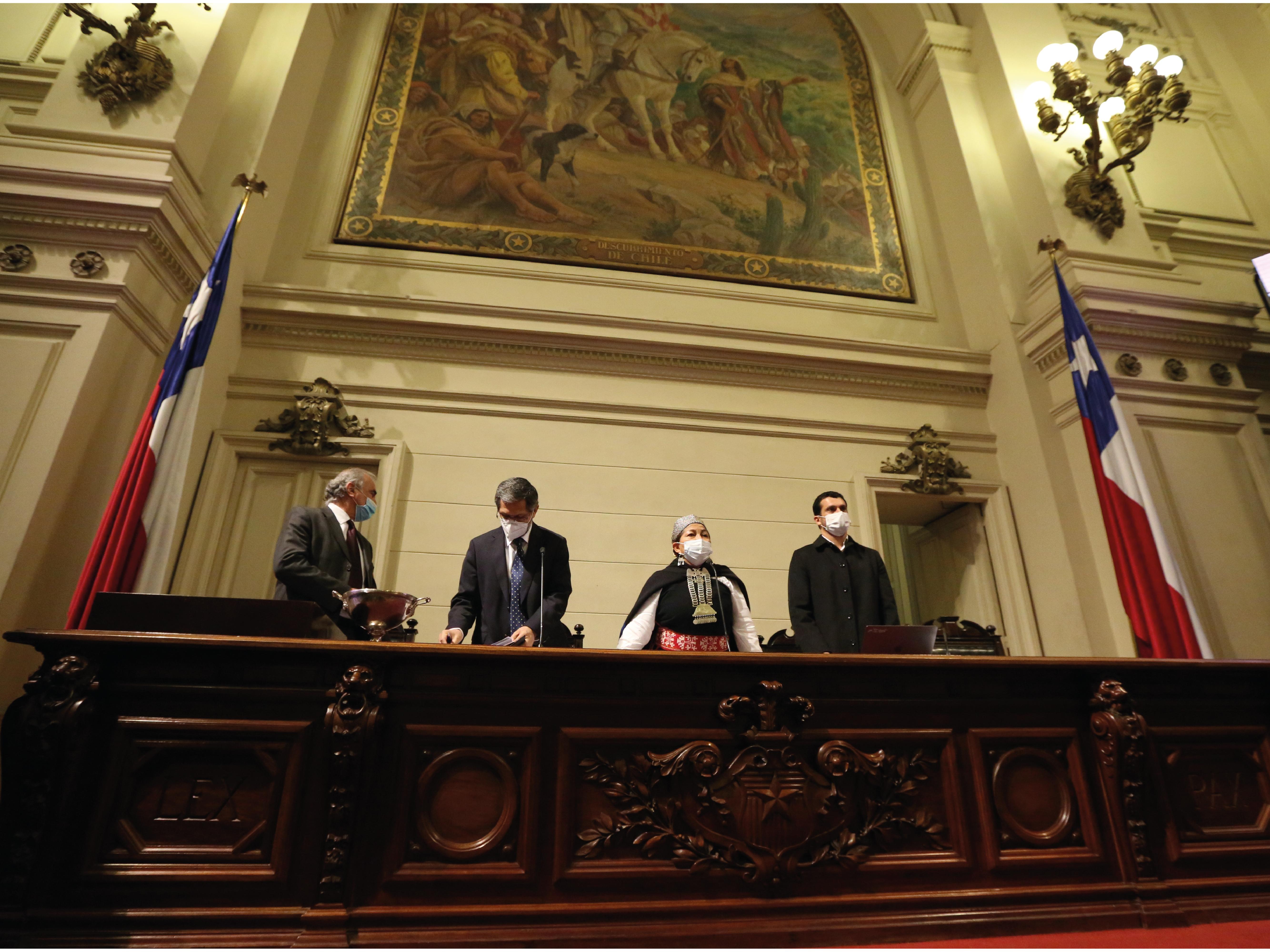 Elisa Loncon y Jaime Bassa dan inicio a la Primera Sesión de la Convención Constitucional